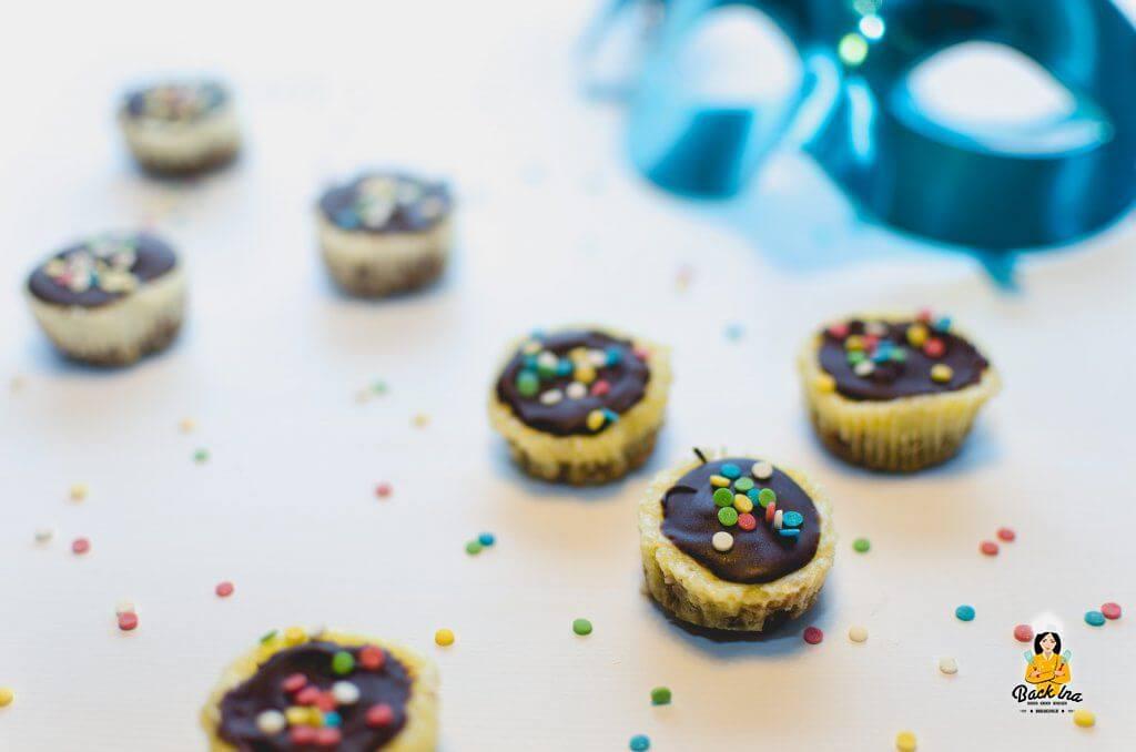 Ideal zum Kindergeburtstag oder Fasching: Mini Käsekuchen mit Keksboden