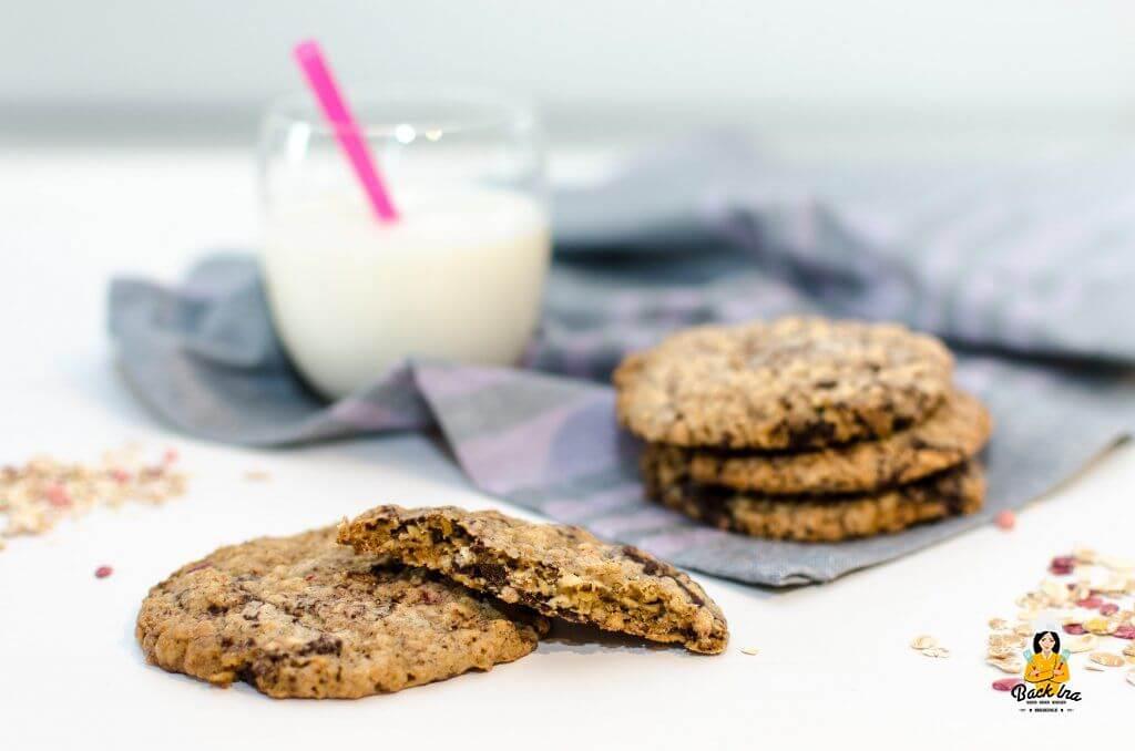 Weiche amerikanische Cookies mit Haferflocken und Schokolade