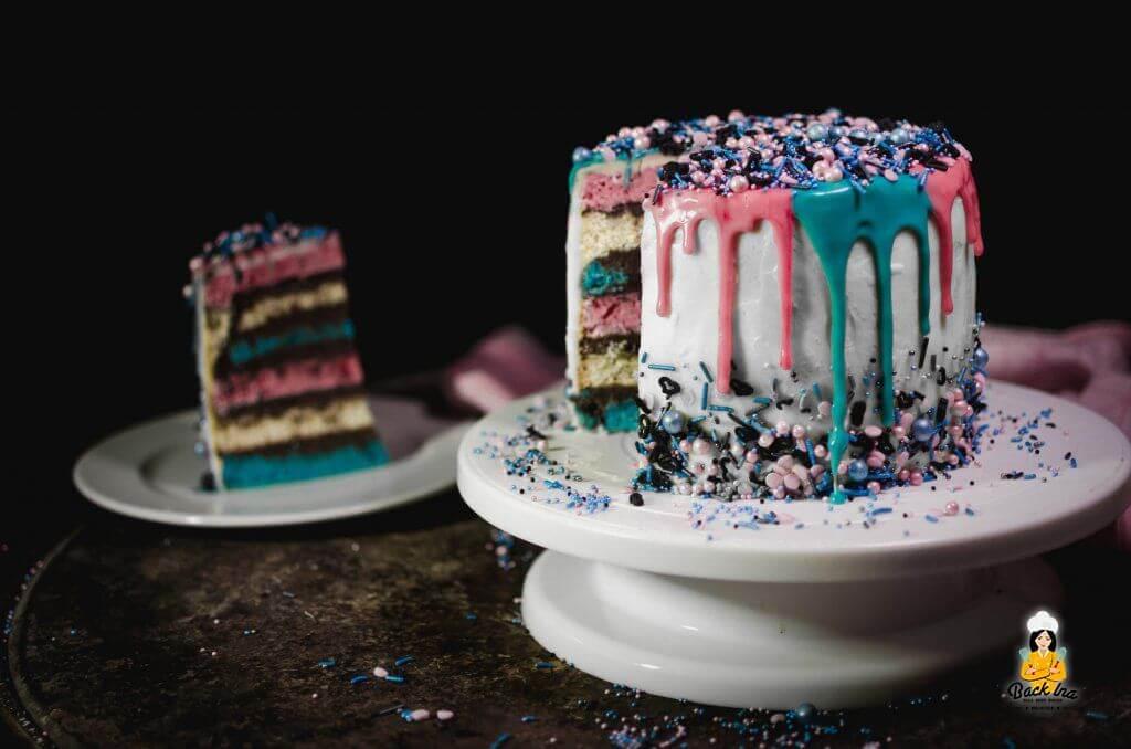 Bunte Geburtstagstorte mit Sprinkles und Drip Effekt