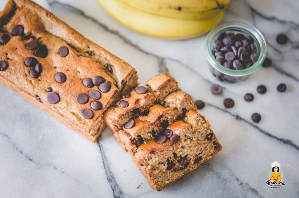 Resteverwertung für braune Bananen: Veganes Bananenbrot mit Schokostückchen