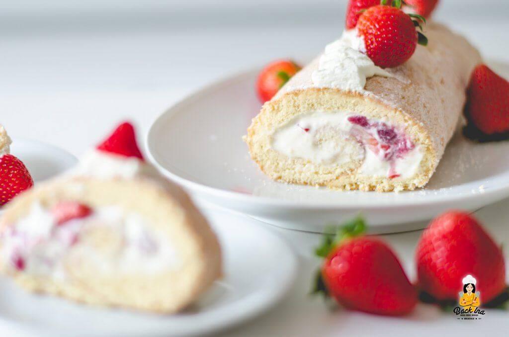 Erdbeer Biskuitrolle ohne Brechen - gelingsicheres Rezept