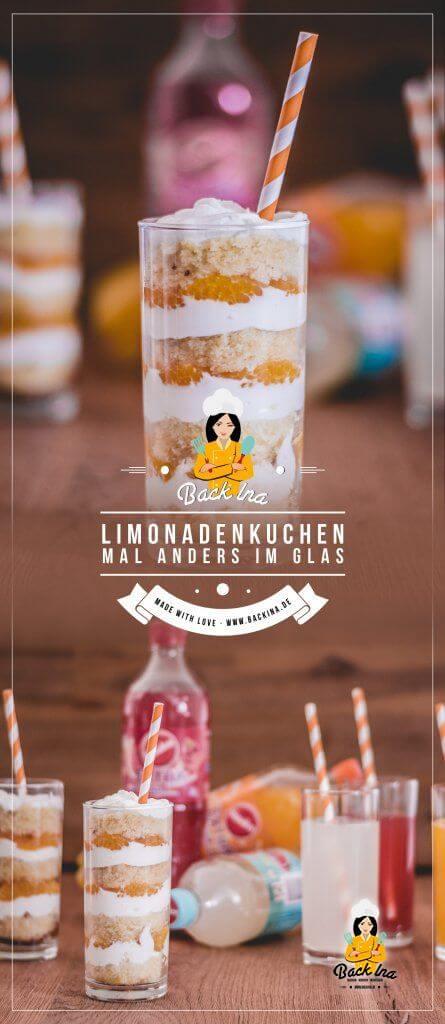 Limokuchen mal anders: Bereite den beliebten Blechkuchen doch mal im Glas als Dessert im Glas zu! Fluffiger Rührkuchen mit Limonade im Teig, dazu eine lockere Schmandcreme und frische Früchte. Ein tolles Dessert im Frühling! #anzeige | BackIna.de