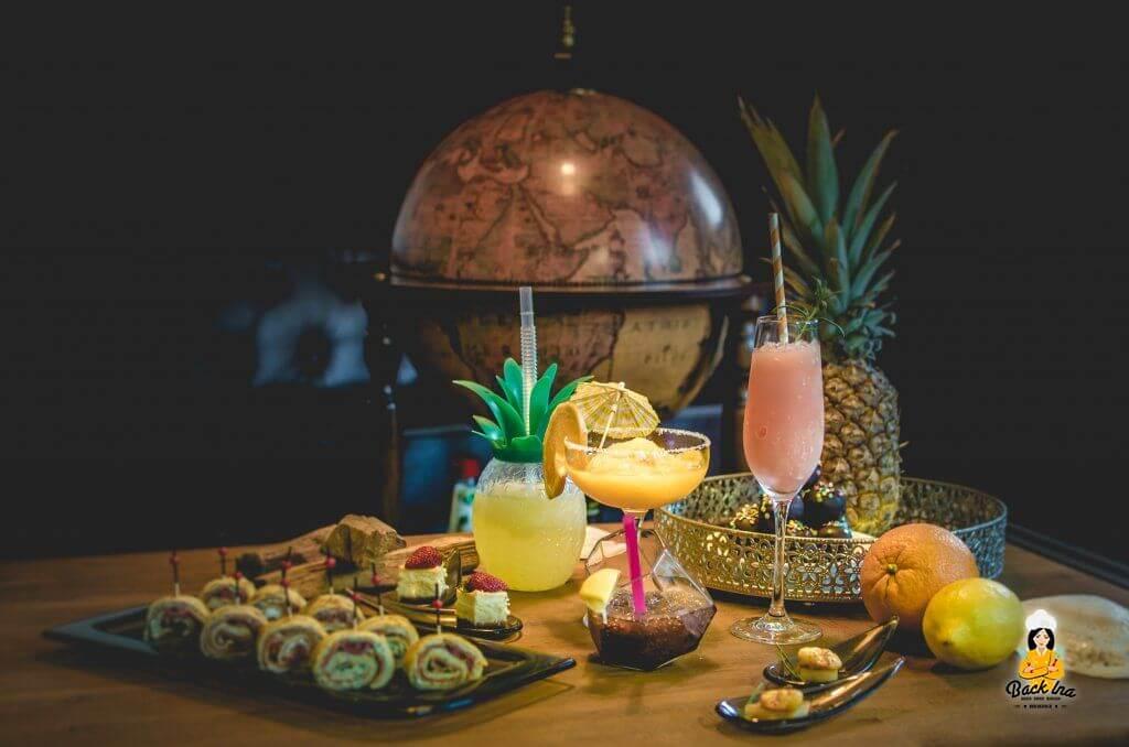 Cocktailparty mit Fingerfood im 50s Stil
