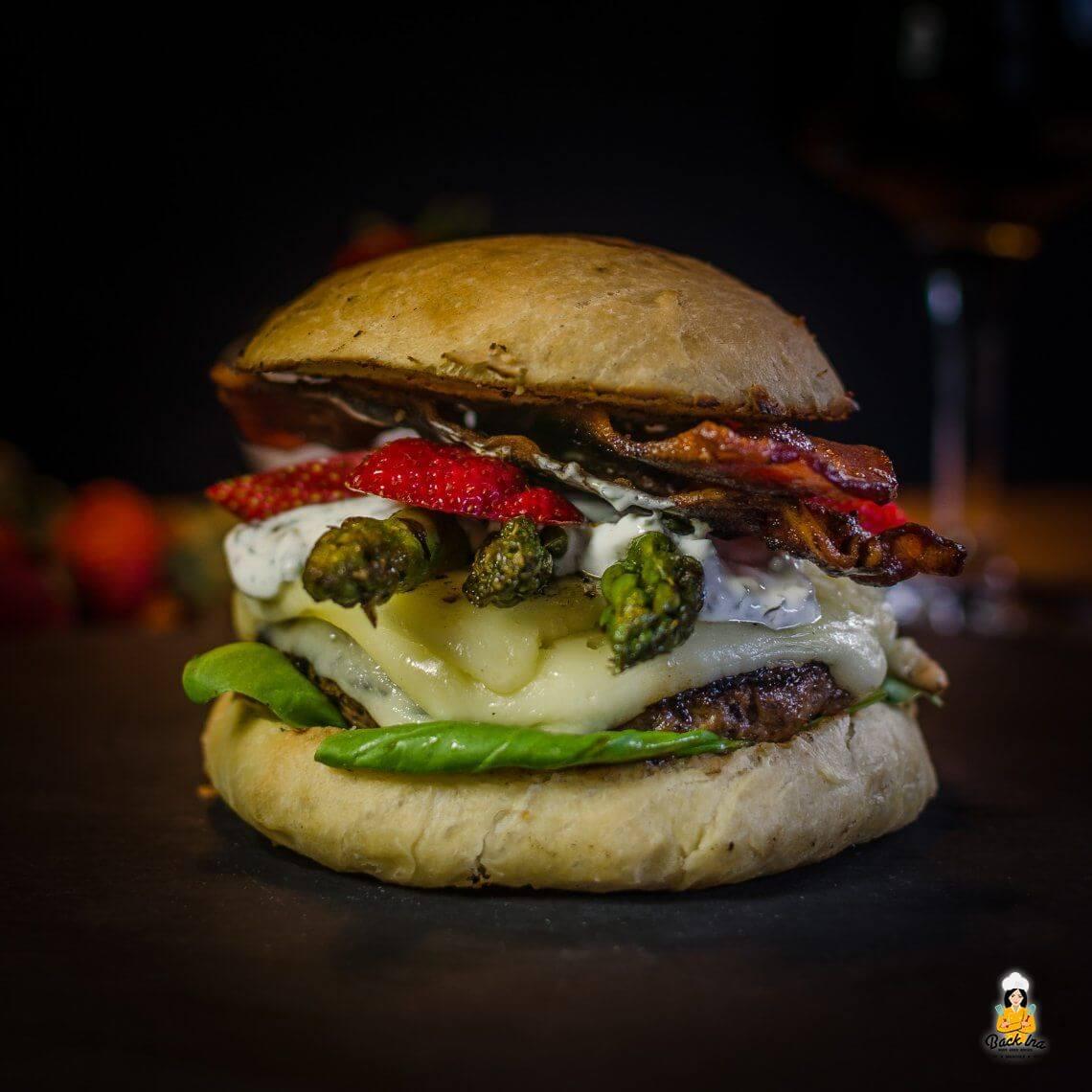 Tag des Burgers (Spargel-Burger mit Erdbeeren)
