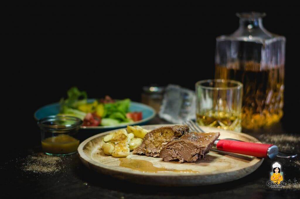 Wildschweinrücken als Braten aus dem Dutch Oven