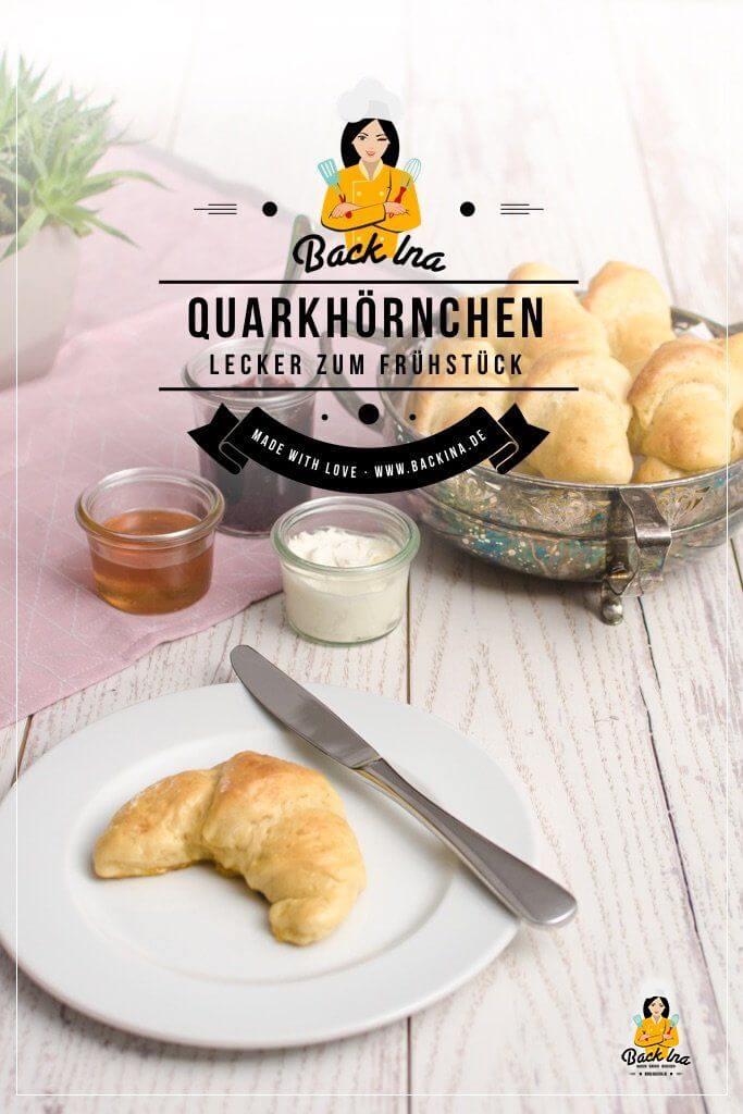 Du möchtest leckere Dinkel-Quarkhörnchen selber backen? Dann ist dieses schnelle Rezept genau richtig für dich: Am Vorabend bereitest du den Brötchenteig mit Dinkelmehl und Quark vor und lässt ihn über Nacht gehen. Am nächsten Morgen hast du schnell leckere Frühstücksbrötchen! | BackIna.de
