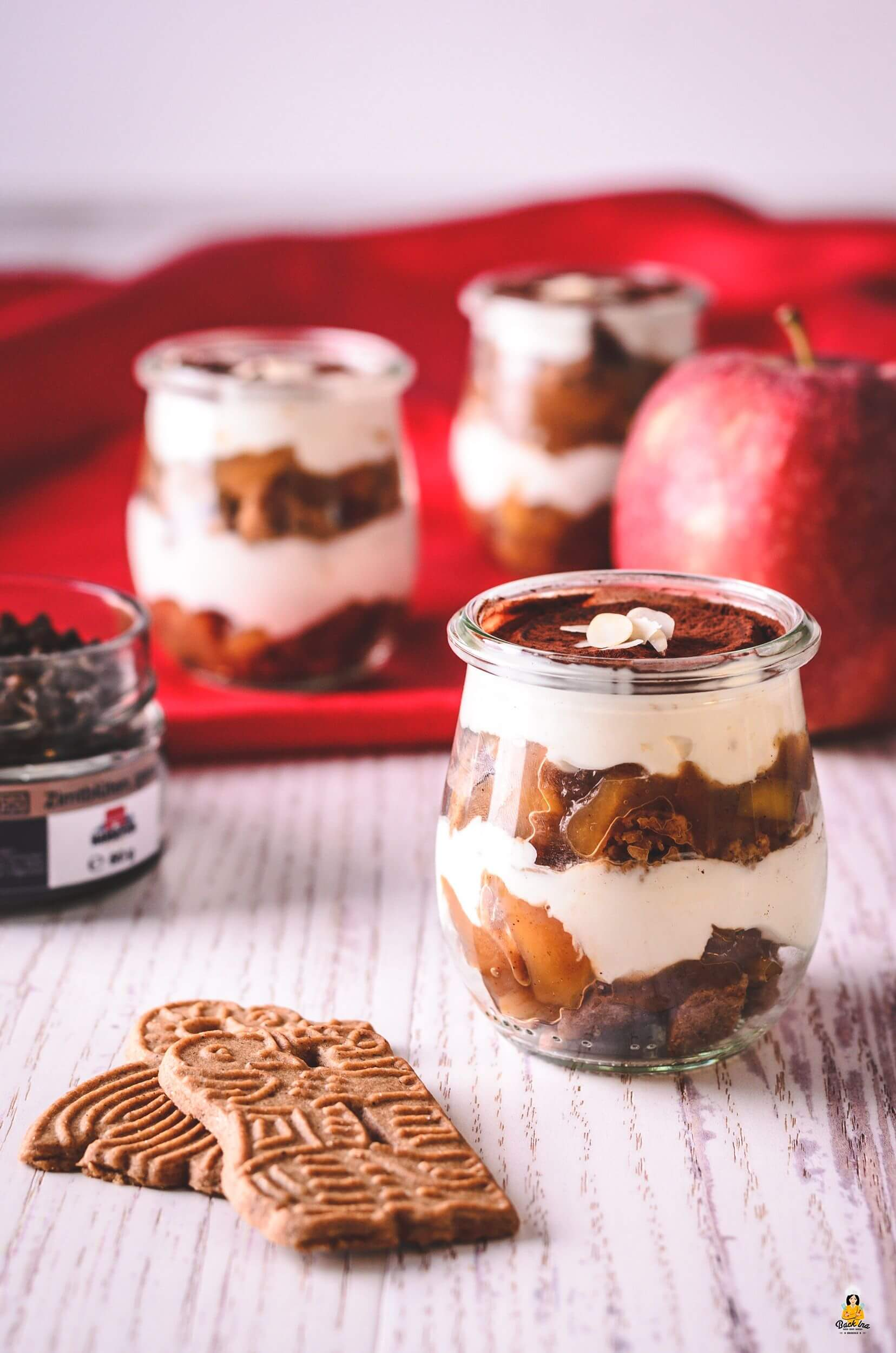 Weihnachtsdessert kalorienreduziert - Bratapfel Tiramisu mit leichterer Creme im Glas