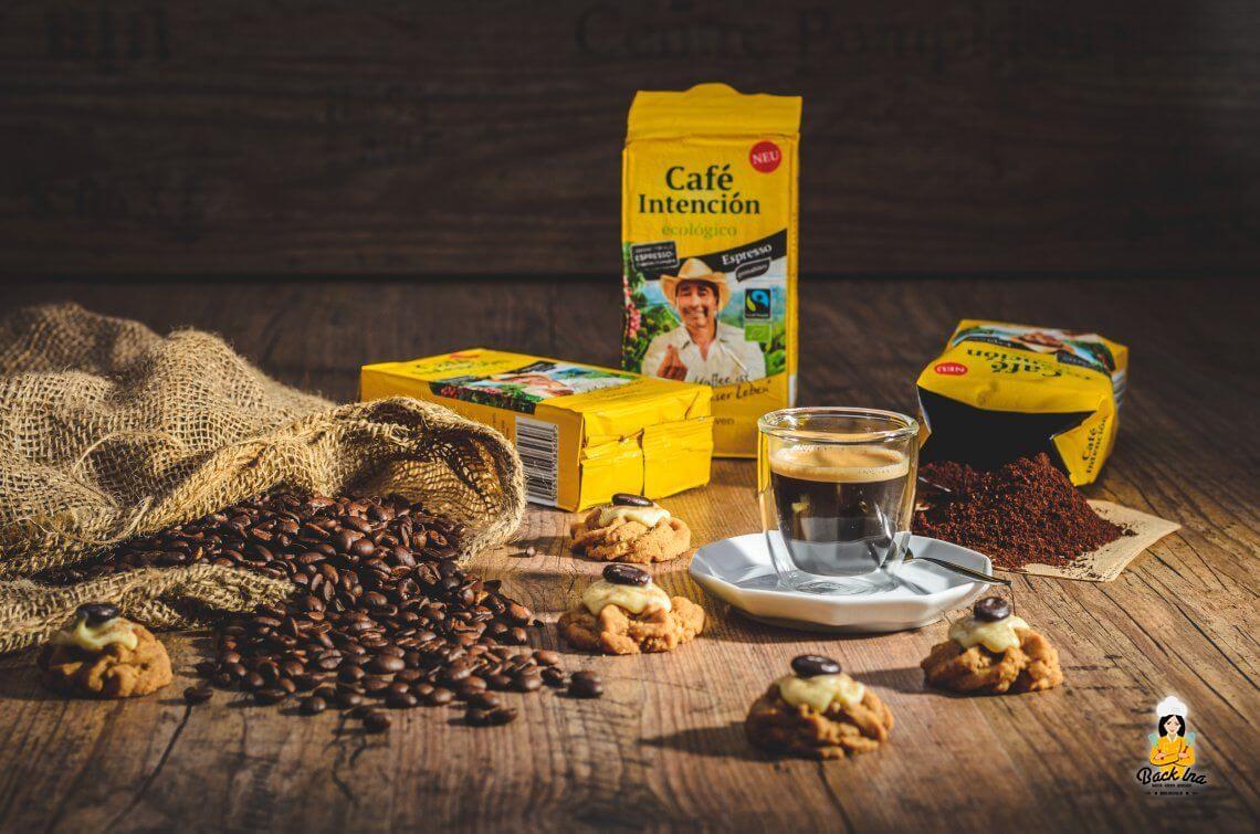Kaffeepause mit Kaffee-Spritzgebäck und Café Intención