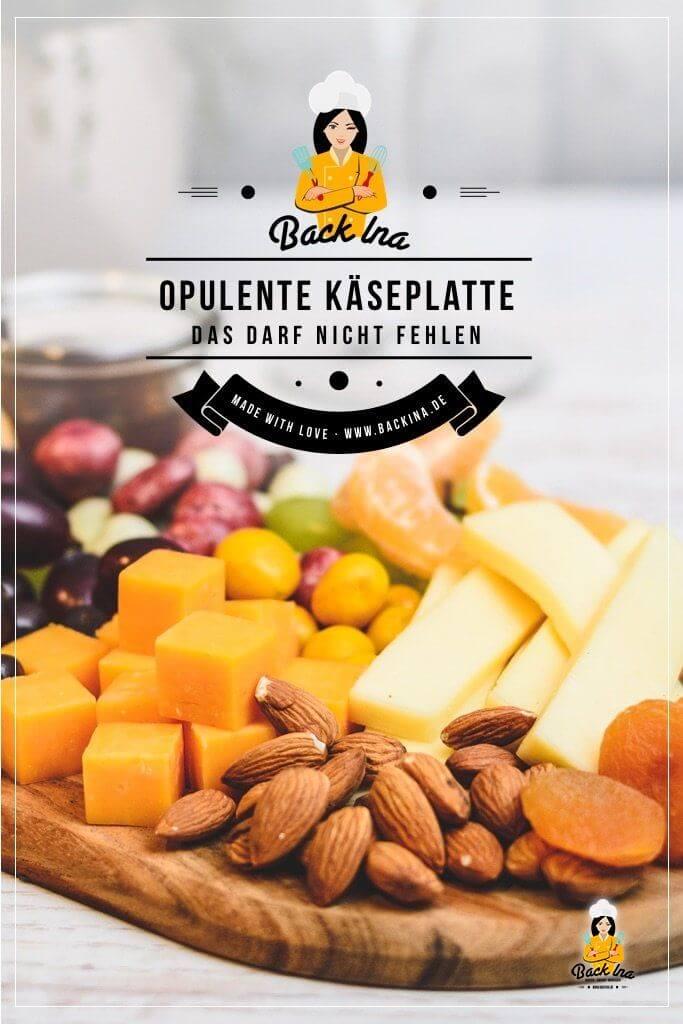 Du suchst eine besondere Snack-Idee für Gäste? Dann mach doch eine Käseplatte selber! Diese gemischte Platte an süßen und salzigen Snacks sieht besonders effektvoll aus und ist dabei einfach zu machen. Eine tolle Idee für Gäste oder als Dessert mit Käse! | BackIna.de