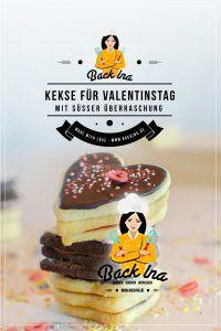 Eine schöne Idee zum Valentinstag, Geburtstag oder Muttertag: Pinata Cookies in Herzform - das sind Terrassenplätzchen (Vanilleplätzchen mit Himbeergelee und Schokoplätzchen mit Kaffee Nougat), die in der Mitte mit bunten Streuseln gefüllt sind. Eine liebevolle Idee zum Backen für den Valentinstag! | BackIna.de