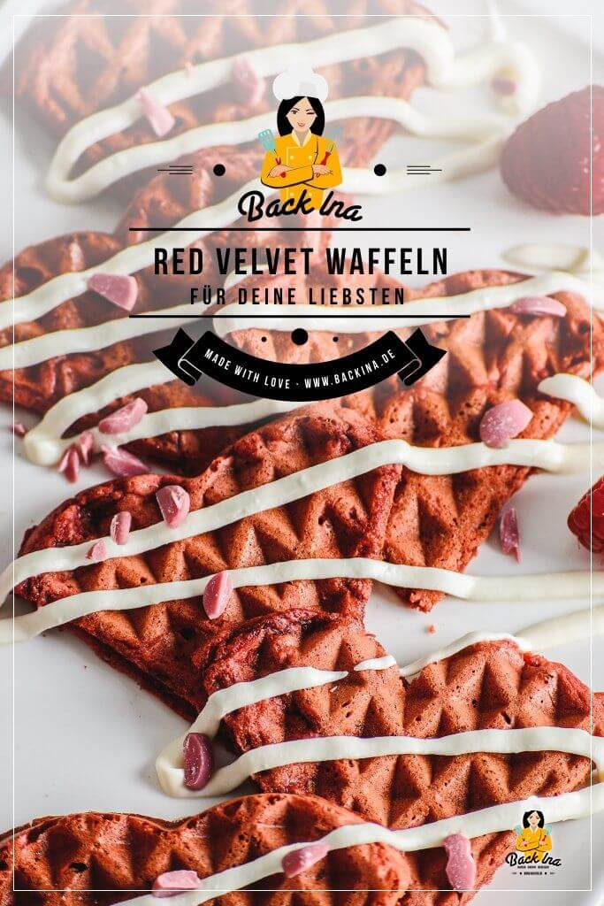 Suchst du eine Idee fürs Frühstück am Muttertag? Oder ein schönes Gebäck für Valentinstag? Diese Red Velvet Waffeln zeigen deinen Liebsten, wie gern du sie hast! Dabei ist das einfache Waffelrezept mit Buttermilch auch gut für Backanfänger geeignet und es schmeckt angenehm nach Vanille und Schokolade! Probier die Red Velvet Waffeln doch auch mal aus! | BackIna.de
