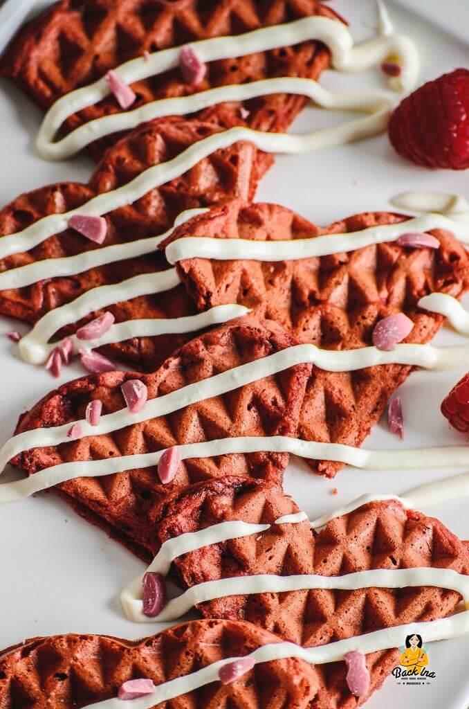 Herzwaffeln in Rot für Muttertag und Valentinstag - eine schöne Idee zum Frühstück am Muttertag