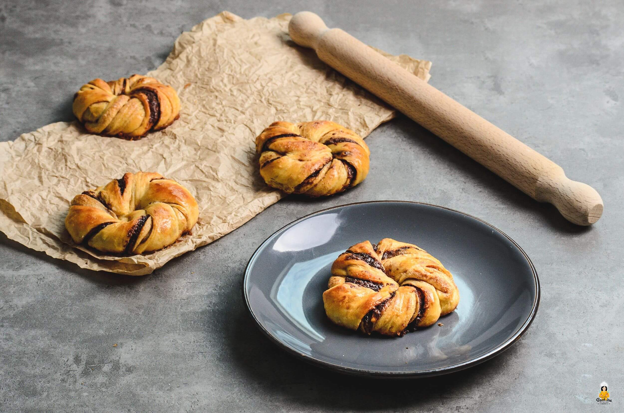 Zimtknoten mit Nutella: Frühstücksgebäck mal anders| BACKINA