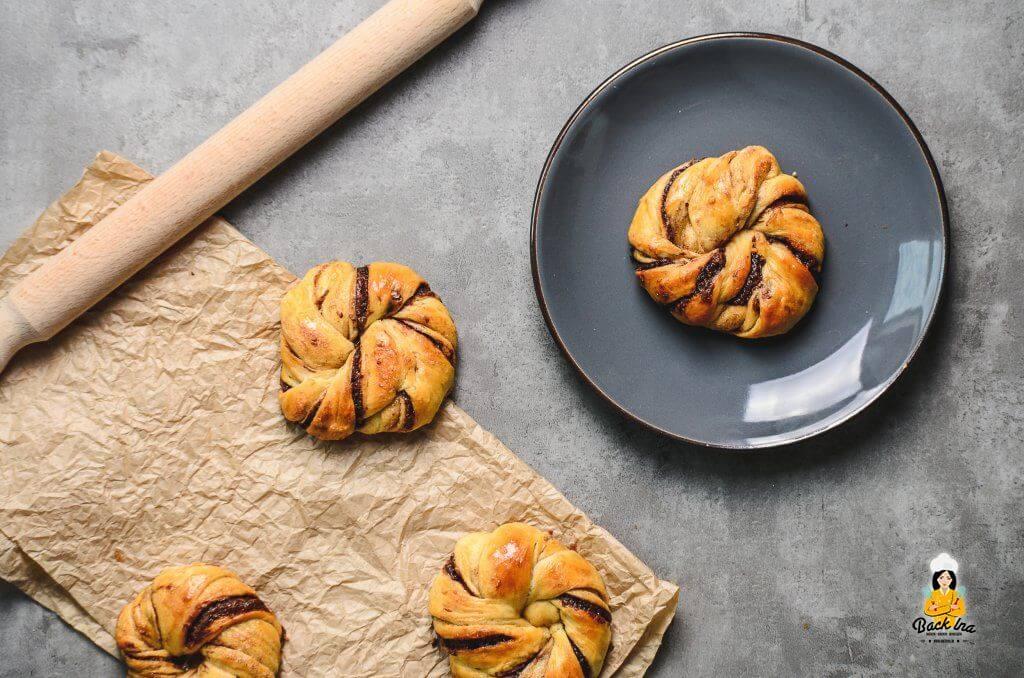 Diese Hefeknoten mit Zimt und Nutella sind das ideale Frühstücksgebäck z.B. für einen Osterbrunch!