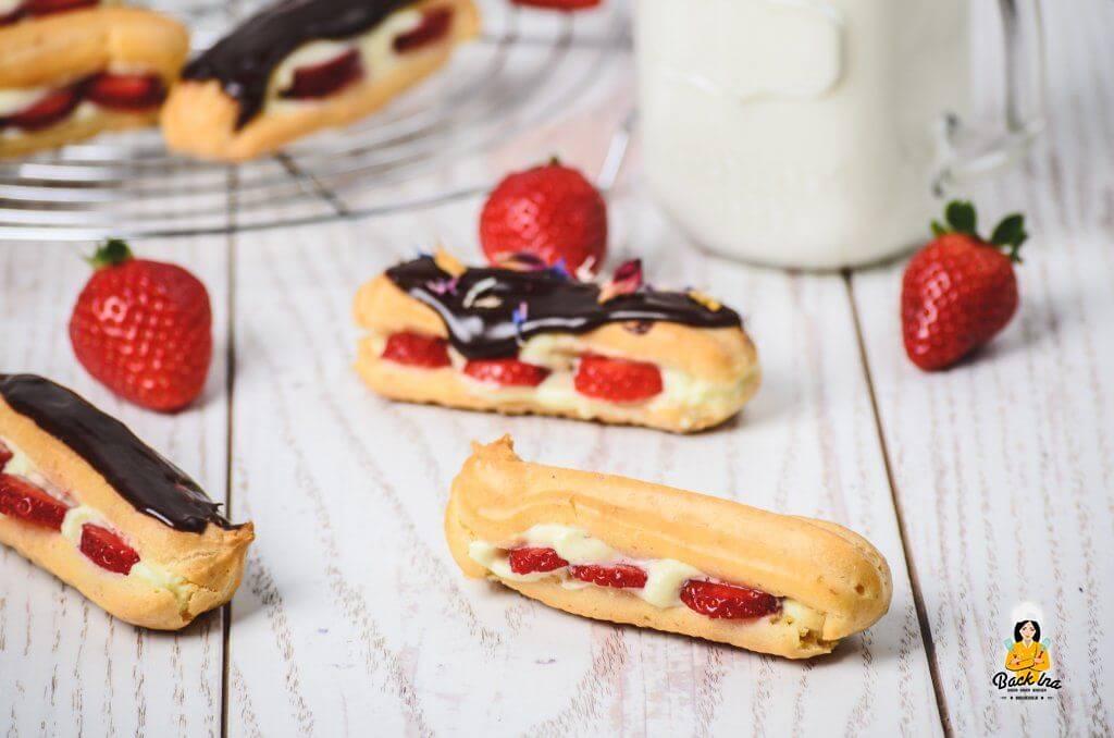 Vanille-Eclairs mit Erdbeeren und Schoko-Glasur