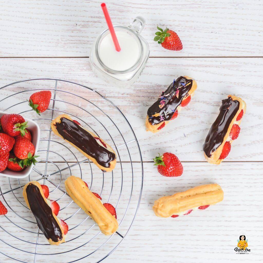 Selbstgemachte Erdbeer Eclairs mit Vanillecreme und Schoko Glasur