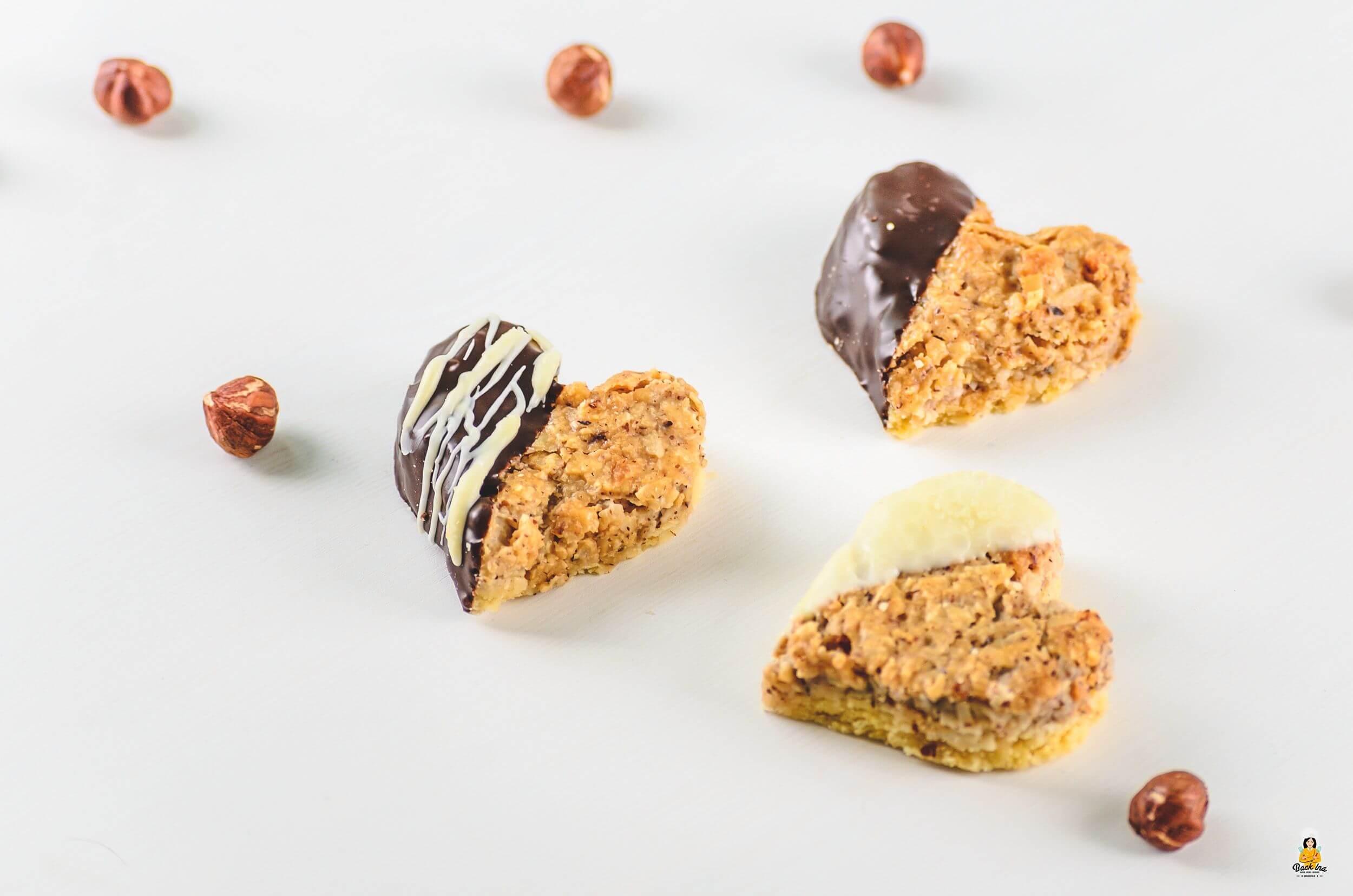 Saftige Nussecken mit Marzipan und Creme Fraiche | BACKINA
