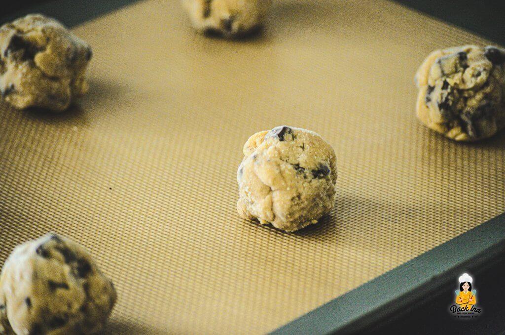 Cookies auf einer Silikonmatte backen