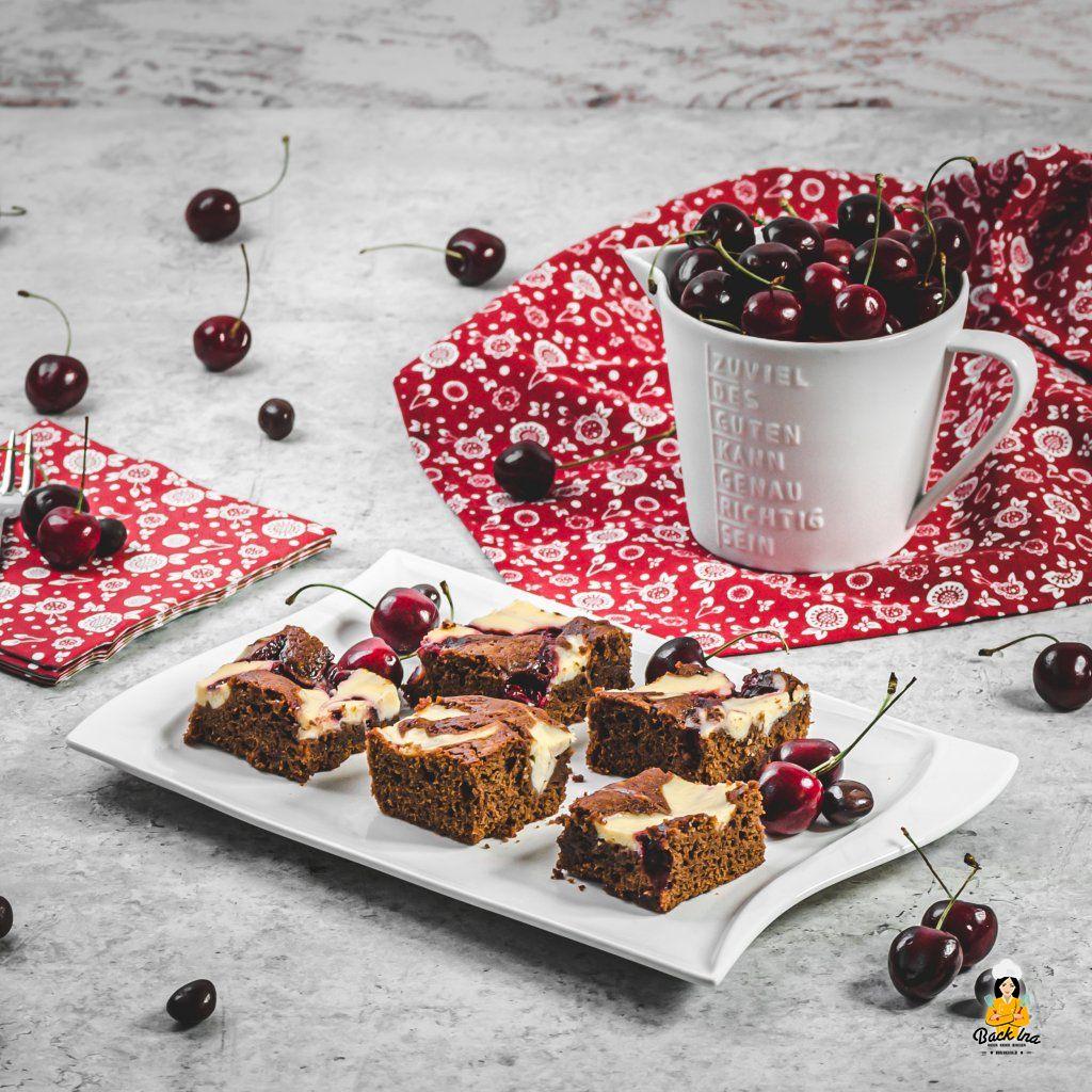 Kirschkuchen vom Blech: Mit Schokolade und Käsekuchen-Wirbeln