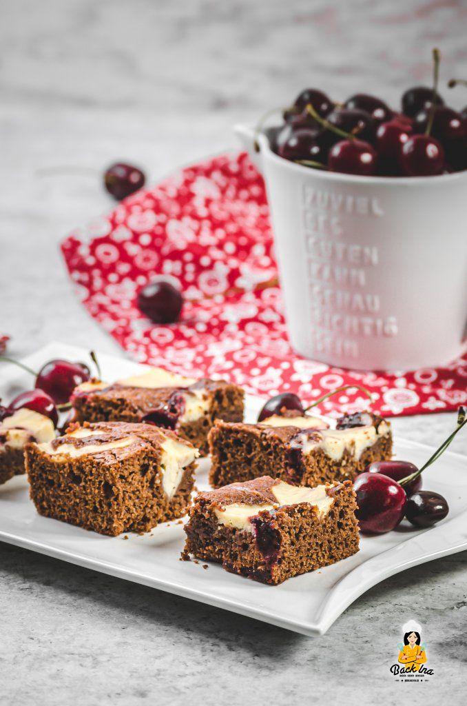 Kirsch Brownies mit Käsekuchen Streifen - einfaches Rezept für Kirschkuchen mit Schokolade