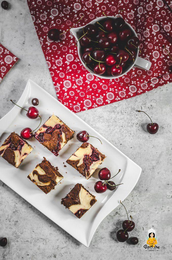 Brownies mit Kirschen und Cheesecake-Swirl - schnelles Rezept für Blechkuchen