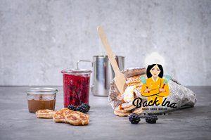 Poffertjes mit Beerenkompott: Hefe-Pfannkuchen zum Frühstück