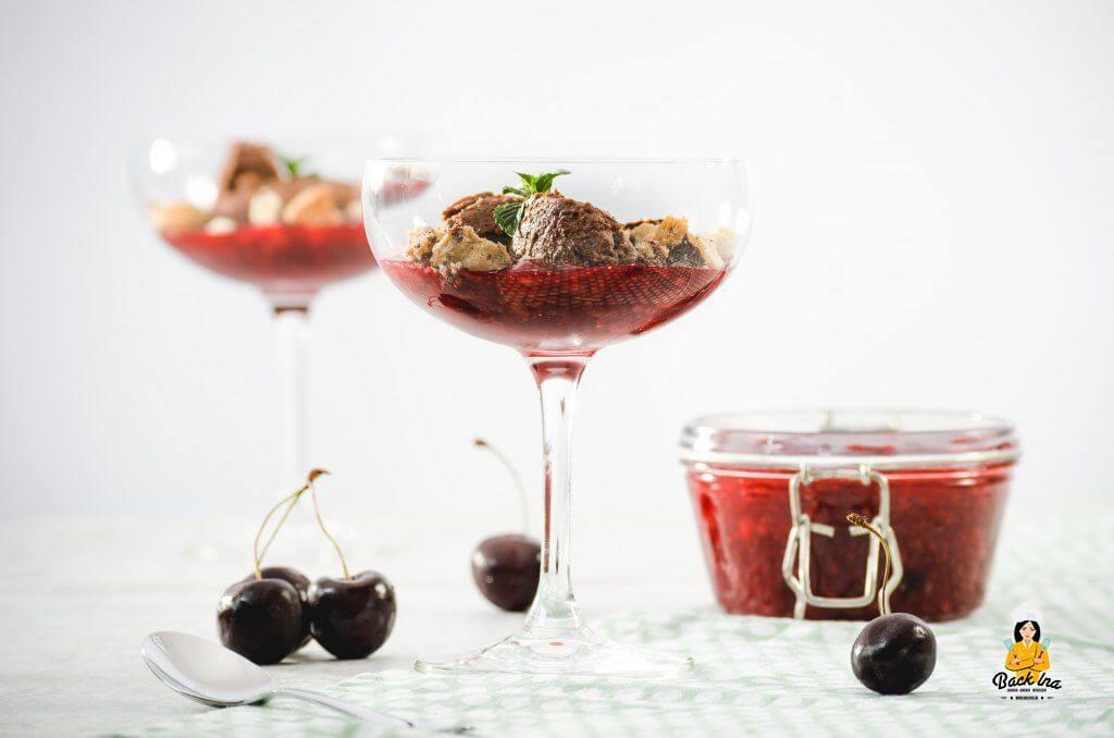 Schokomousse als Dessert im Glas