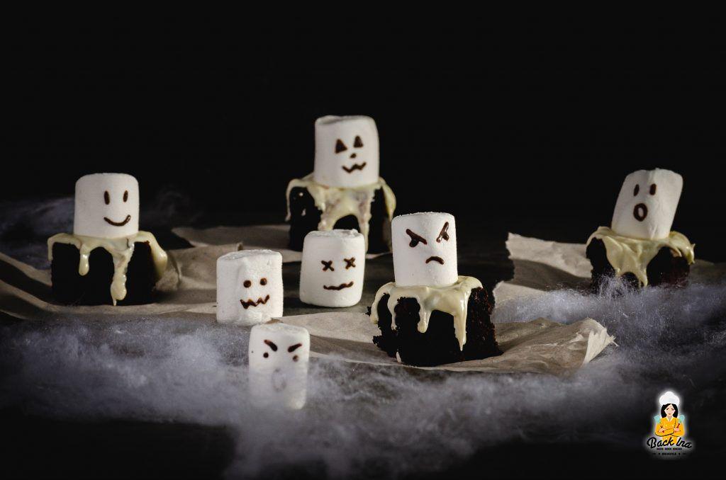 Halloween Brownies in Form von Geistern