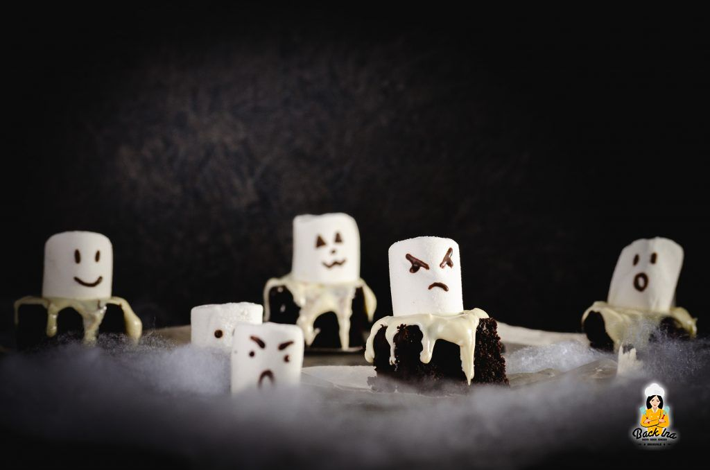 Halloween Gebäck mit wenigen Zutaten: Brownies in Form von Geistern