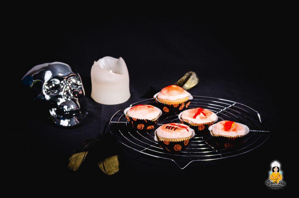 Halloween Cupcakes als Wunden und Pickel: Schnell und einfache Idee für Halloween