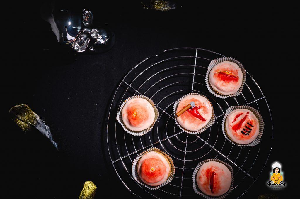Cupcakes für Halloween: Wunden aus Fondant auf Cupcakes