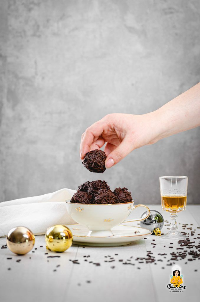 Rumkugeln mit Schokolade selber machen ist nicht schwer - ich zeige dir, wie das Geschenk aus der Küche klappt