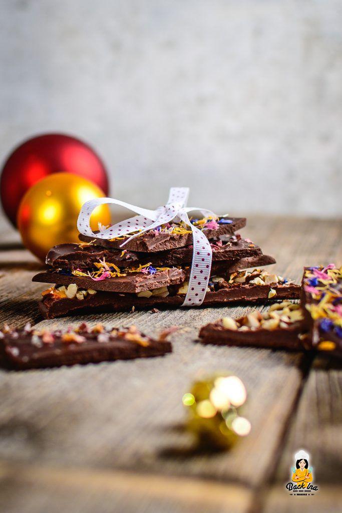 Dunkle Schokolade lässt sich ganz leicht selber machen - toll auch als Geschenk
