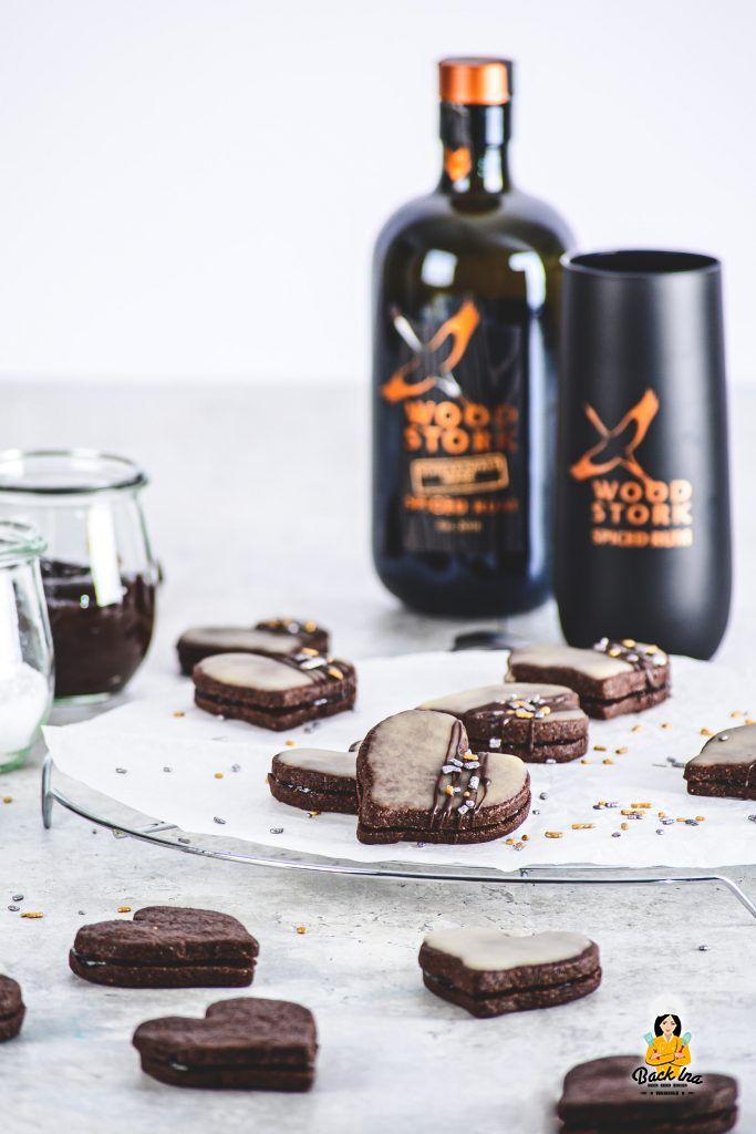 Gefüllte Schokoladenplätzchen mit Rum-Glasur: Die Rumherzen sind eine besondere Leckerei auf dem Plätzchenteller
