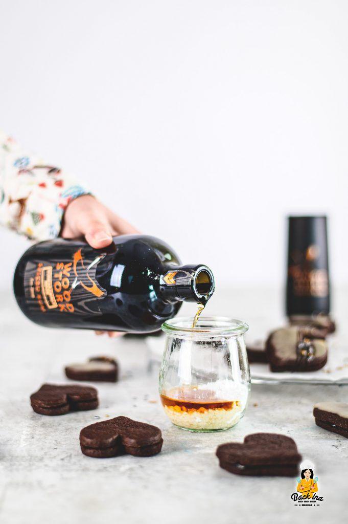 Rum-Glasur zum Glasieren von Schokoladenplätzchen und mehr