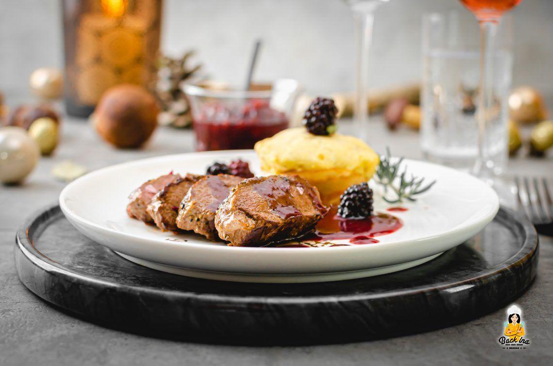 Frohe Weihnachten: Reh-Filets mit Brombeer-Sauce und Kartoffelmuffins