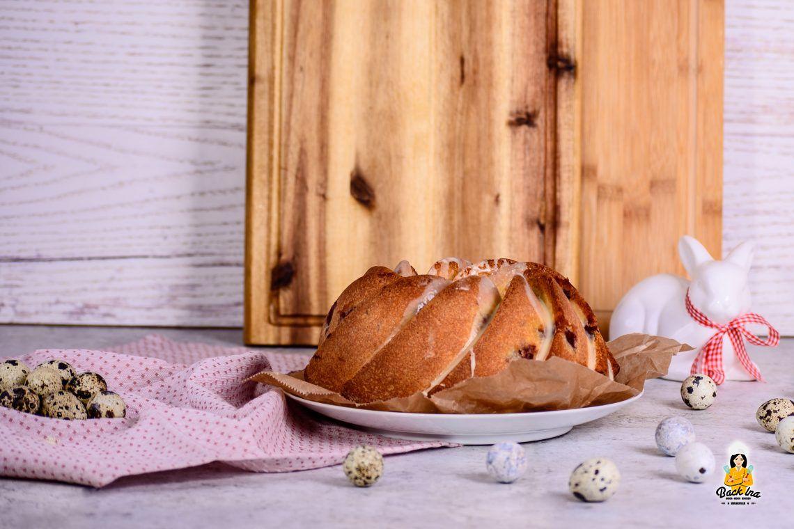 Oster-hupf (Eierlikörkuchen mit Kirschen)