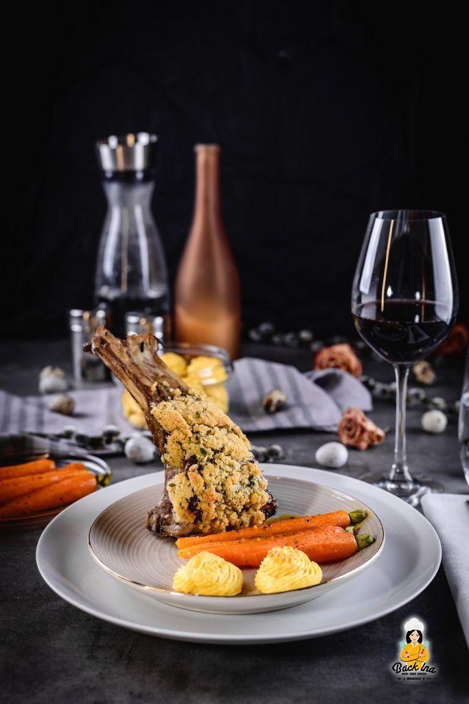 Lammkarree im Ofen garen - mit Herzoginkartoffeln und Karotten