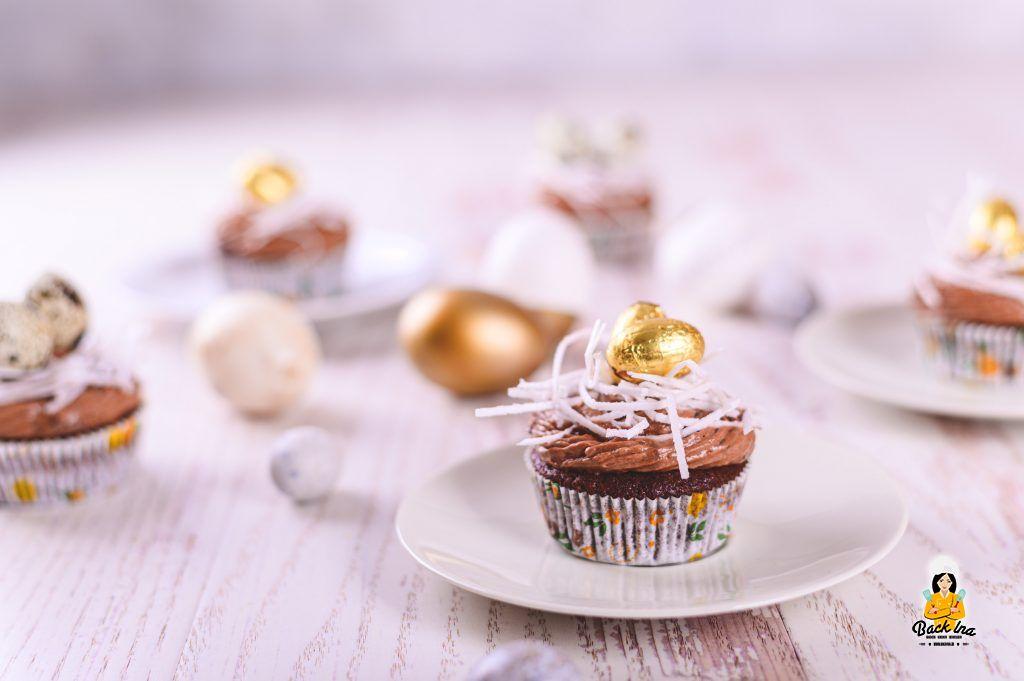 Osternest Cupcakes auf Basis von Schoko Cupcakes