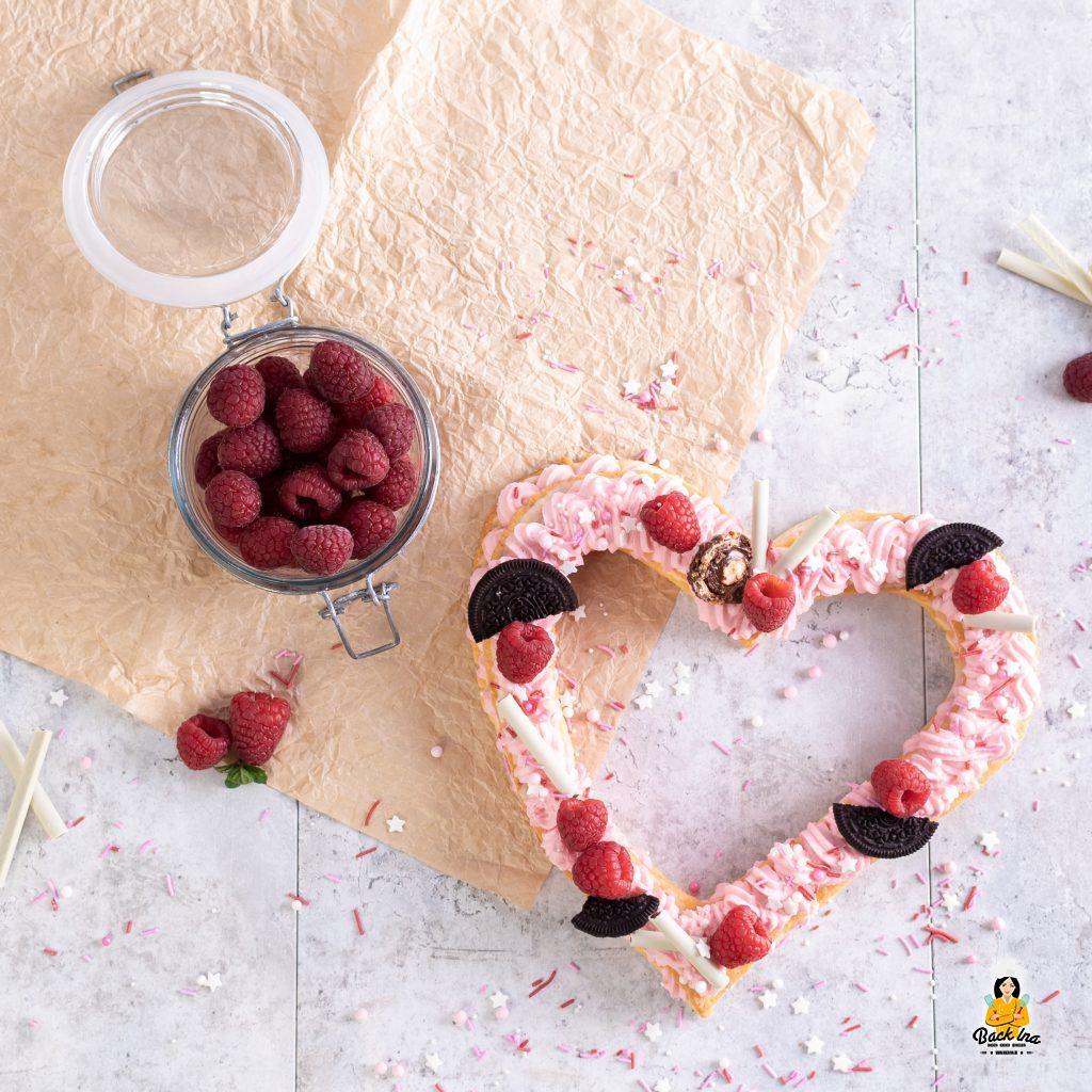 Number Cake als Herz - mit Beeren und Oreos zum Muttertag