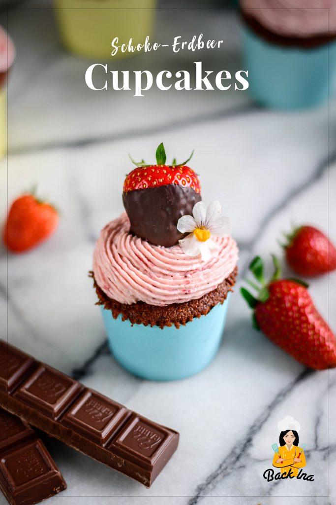 Lust auf saftige Schoko-Cupcakes mit cremigem Erdbeer-Frosting? Dann ist dieses Rezept genau richtig - ganz ohne Chemie, nur mit echten Erdbeeren! Ich zeige dir, wie du das Erdbeer-Frosting ganz einfach hinkriegst, ohne Farbstoffe zu verwenden.| BackIna.de