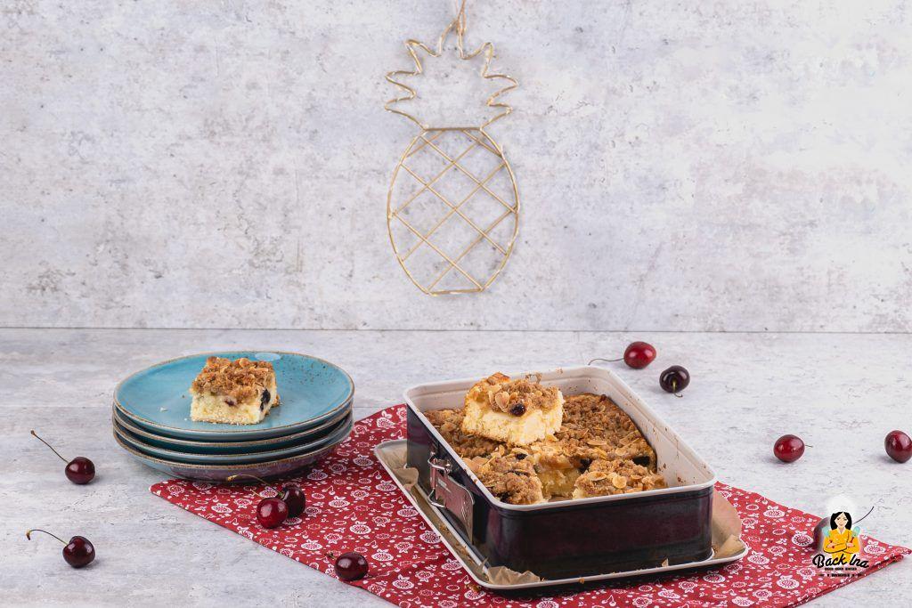 Streuselkuchen tropisch: Mit Ananas und Amarenakirschen