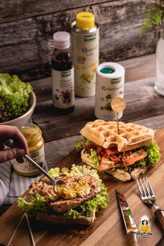 Feigen-Senf auf Waffelsandwiches mit Pute