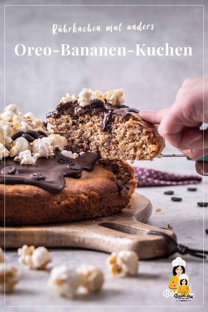 Suchst du einen besonderen Rührkuchen? Dieser einfache Rührkuchen mit Bananen, Oreos und Schokolade ist schnell gemacht und so lecker: Saftiger Bananen-Teig trifft auf knackige Schokostückchen und leckere Oreos. Probiere diesen Bananenkuchen unbedingt einmal aus! | BackIna.de