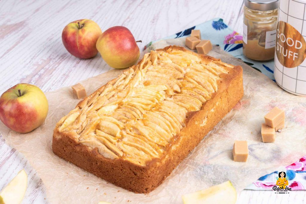 Blechkuchen mit Apfel und Karamell