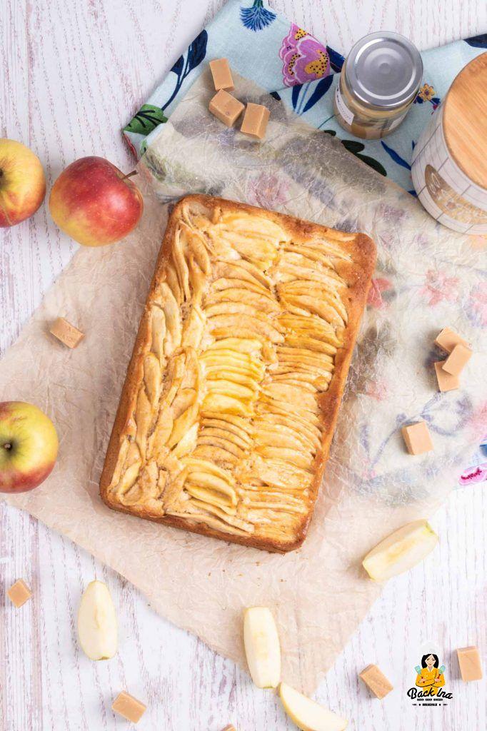 Herbstlicher Blechkuchen mit Apfel und Karamell